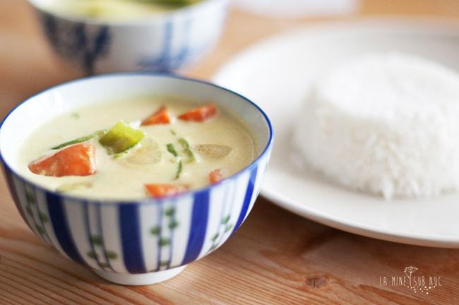 mancare thailandeza curry verde lapte de cocos vegan de post