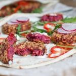 Parjoale vegane cu sfecla si quinoa