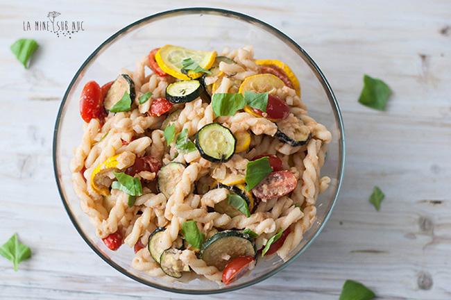 salata-vegana-de-paste-cu-branza-de-nuci-si-dovlecei