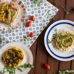 Trei tartine cu hummus