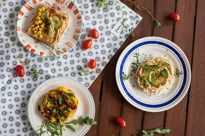 trei feluri de tartine cu hummus (vegane)