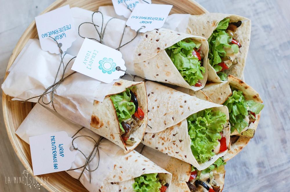 sandvici vegan mediteranean humus