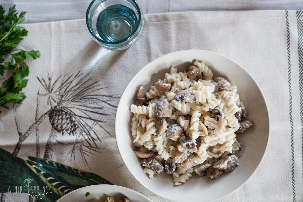 macaroane sos vegan caju ciuperci de post