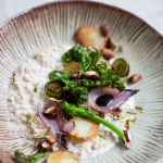 Grau in sos de migdale cu leustean si legume cu usturoi (vegan)